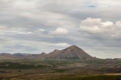 Hverfjall anche conosciuto come Hverfell è un vulcano dell'anello del cono o del tufo delle tefriti in Islanda del Nord, all'est  fotografia stock