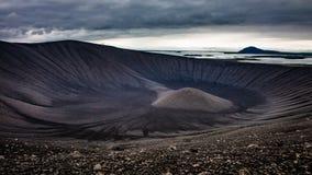 Hverfjall caldera - isländsk vulkan som skapar unikt drömmande landskap arkivbilder