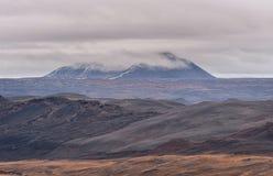 Hverfjall också som är bekant som Hverfell iceland Landskap molnig sky arkivfoto