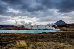 Hverir地热地区在Myvatn冰岛附近也叫Blue Lake 免版税图库摄影
