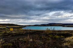 Hverir地热地区在Myvatn冰岛附近也叫Blue Lake 免版税库存图片