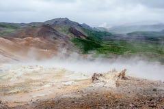Hverir geotermiskt område i norr Island Arkivfoton