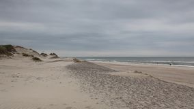 Hvide Sande in Danimarca ha spiagge sabbiose da 40 chilometri stock footage