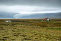 Hvitarnes koja och Langjokull glaciär arkivbilder