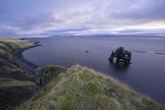 Hvitserkur är en imponerande föreställning vaggar Island Arkivbild