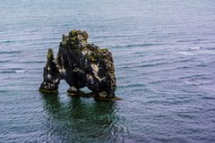 Hvitserkur-Basaltstapel nahe Vatnsnes-Halbinsel in Island Lizenzfreie Stockfotografie