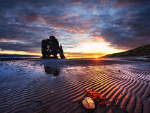 Hvitserkur ist ein großartiger Felsen im Meer Stockfotografie