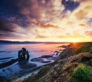 Hvitserkur ist ein großartiger Felsen im Meer Lizenzfreie Stockfotos