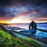 Hvitserkur ist ein großartiger Felsen im Meer Lizenzfreie Stockfotografie