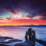 Hvitserkur ist ein großartiger Felsen im Meer Lizenzfreies Stockfoto