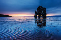 Hvitserkur 15 m-Höhe Ist ein großartiger Felsen im Meer Stockbild