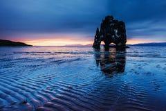 Hvitserkur 15 M höjd Är en imponerande föreställning vaggar i havet Fotografering för Bildbyråer