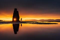 Hvitserkur 15 M höjd Är en imponerande föreställning vaggar i havet på den nordliga kusten av Island På detta foto Hvitserkur Royaltyfri Bild