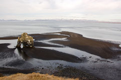 Hvitserkur, sabbia nera, pila del basalto, Islanda Fotografia Stock
