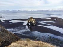 Hvitserkur, zwart zand, basaltstapel, IJsland Royalty-vrije Stock Afbeelding