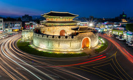 Hwaseong fästning (Paldalmun) Royaltyfri Bild