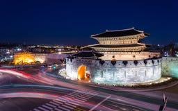Hwaseong fästning, traditionell arkitektur av Korea i Suwon, S Royaltyfria Bilder