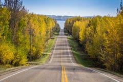 HWY 778 zum Pigeon See, Alberta Lizenzfreie Stockfotos