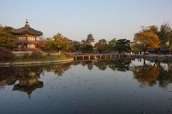Hyangwon Jeong pawilon przy Gyeongbokgung pałac w Seul, Południowy Korea fotografia royalty free