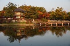 Hyangwon Jeong pawilon przy Gyeongbokgung pałac w Seul, Południowy Korea zdjęcia stock