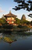 Hyangwongjeong i det Gyeongbokgung slottet Fotografering för Bildbyråer