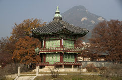 Hyangwonjeong bij Gyeongbokgung-Paleis Seoel Korea stock afbeeldingen