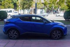 Hybrid- bilar på vägarna av Spanien arkivbild