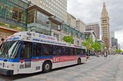 Hybrid- buss på Denver den 16th gatagallerian Arkivbild