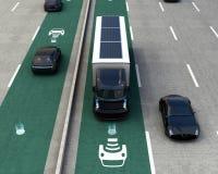 Hybrid- lastbil på trådlös laddande gränd Royaltyfri Foto