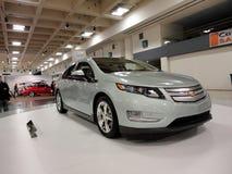 Hybrides Einsteckauto Chevy Volt auf Anzeige Stockfotos
