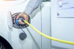 Hybrydowego samochodu ładowarki elektryczna stacja zdjęcie royalty free