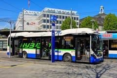 Hybrydowy autobus VBL w lucernie, Szwajcaria Zdjęcia Royalty Free