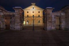Hyde Park Barracks Sydney på natten Royaltyfri Fotografi