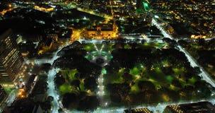 Hyde Park Sydney antenn på natten Royaltyfri Bild