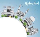 Hyderabad horisont med Gray Landmarks, blå himmel och kopieringsutrymme Royaltyfri Foto