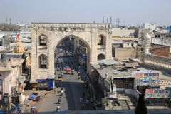 Hyderabad stadsingang vóór het monument van DE Charming stock afbeelding