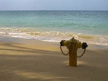 Hydrant auf einem Strand Stockfotos