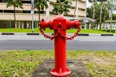Hydrant auf Straße mit Altbauten in Singapur-Stadt Lizenzfreies Stockfoto