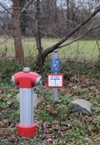 Hydrant mit Zeichen Lizenzfreie Stockfotografie