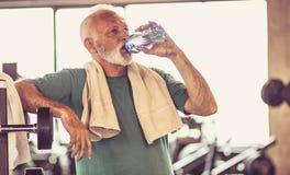 Hydratation après que l'exercice soit important images stock