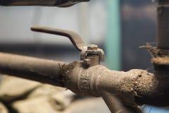 Hydrauliczne drymby klapy w piwnicie Zdjęcie Stock