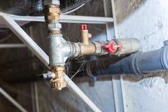 Hydrauliczne drymby klapy w piwnicie Zdjęcie Royalty Free