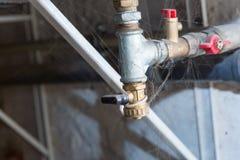Hydrauliczne drymby klapy w piwnicie Fotografia Royalty Free