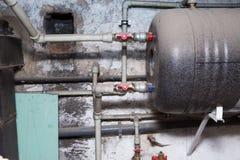 Hydrauliczne drymby klapy w piwnicie Obraz Stock