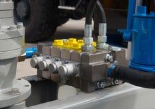 Hydrauliczne tubki, dopasowania i dźwignie na pulpit operatora dźwignięcie, zdjęcie royalty free