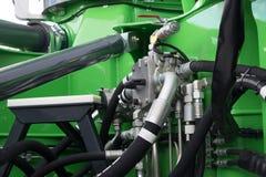 Hydrauliczne tubki, dopasowania i dźwignie na pulpicie operatora, obrazy royalty free