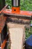 Hydrauliczny drewniany rozłupnik Obrazy Royalty Free