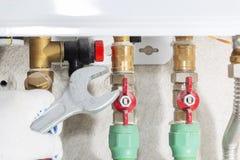 Hydraulik dołącza benzynowej drymby bojler z wyrwaniem obraz royalty free