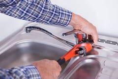 Hydraulika naprawiania washbasin Obrazy Royalty Free