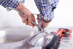 Hydraulika naprawiania washbasin Fotografia Royalty Free